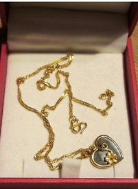 22 carat gold necklace with a gift box