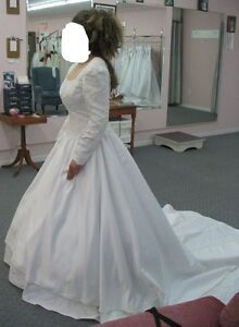 Traditional Elegant White Wedding Dress - size 12