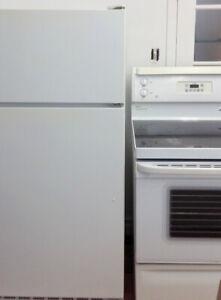 Réfrigérateur-cuisinière de marque GE les deux