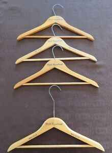 Cintre/ Supports en bois vintage Holt Renfrew Wooden Hangers