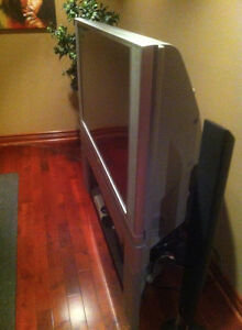 60 Inch Television West Island Greater Montréal image 2