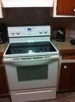 cuisiniere whirpool  auto nettyante comme neuf a vedre urgent