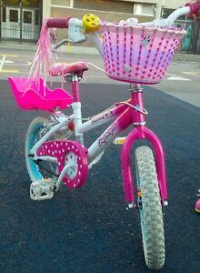 "Vélo 12"" + siège poupée + panier - Bike with doll seat + basket"
