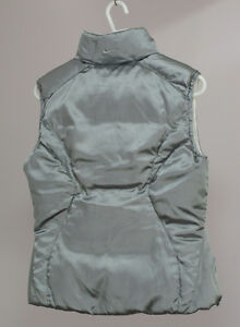 Brand new Women's Nike Down Vest, Two side color White and grey Kitchener / Waterloo Kitchener Area image 3
