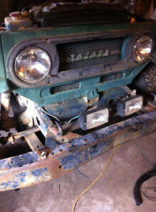 1971 FJ40 Landcruiser on Chevy diffs set up for 350 sbc lifted