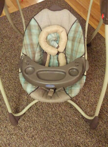 Graco baby swings Nice and Clean Gatineau Ottawa / Gatineau Area image 1