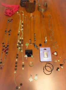 **LOT OF LADIES COSTUME JEWELLERY FOR SALE**