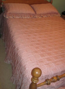 Double Bedspread/Two Pillow Shams/Accent Pillow/Lined Drapes