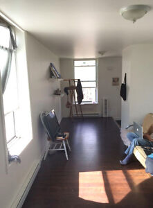 LOOKING FOR A ROOM? (May 1)
