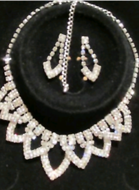 White crystal jewerly set necklace and earrings