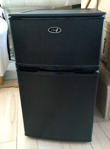 Mini-réfrigérateur avec congélateur séparé, presque neuf