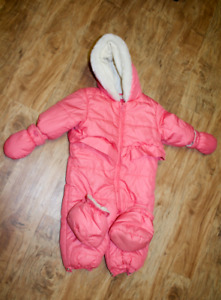 Girl Snow suit 6-12 months (used twice only)