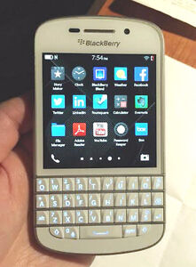 BLACKBERRY Q10 (UNLOCKED)+ EXCELLENT CONDITION--ON SALE !!