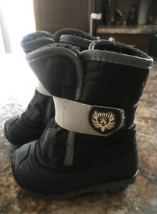 Worn once kamik size 5 toddler winter boots