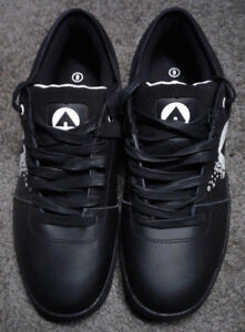 New Mens size 9 Airwalk shoes