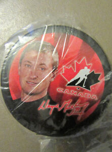 NEW, STILL IN PLASTIC, COLLECTIBLE WAYNE GRETZKY PUCK
