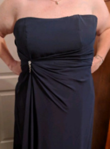 Navy gown Size 18-22