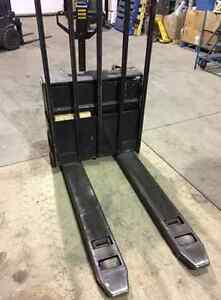 2002 Yale 12v Electric Palet Lift West Island Greater Montréal image 2