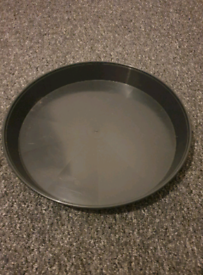 Round black plastic pot tray for flower pots