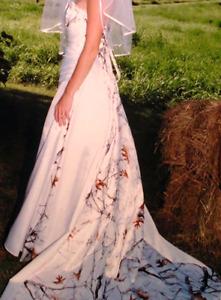 Snowfall camo dress size 4. Plus accessories