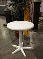 table de patio ronde blanche grande liquidation