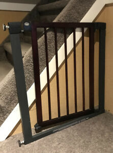 Wood/steel baby gate