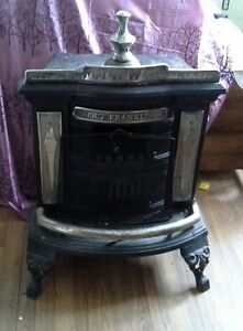 UNITED NAIL FOUNDRY ANTIQUE WOOD STOVE