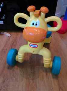 Tricycle/trotteur cheval little tikes