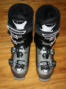 Atomic hawx magna 100 size 28 / 28 5 ski boots used for 1 trip