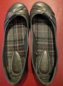 Lady's Reitmans almost NEW flat color gray, wore 2 times