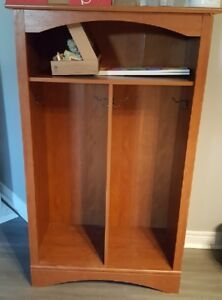 Free-standing cubby for 2
