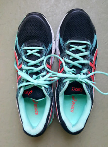 Fabulous women's Running Shoes Size 10 only $20