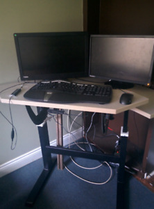 Adjustable corner standing desk