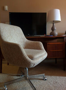 Pair of Mid Century Eames Era Chairs