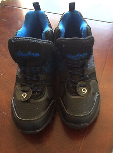 Never worn Rawlings hiking boots men's size 9!