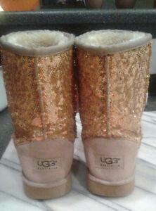 Size 5 Gold Sequin UGG boots (fits girls wearing size 3 shoes) Windsor Region Ontario image 2