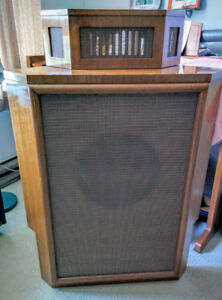 Ultra Rare Vintage Wharfedale Airedale Corner Speaker