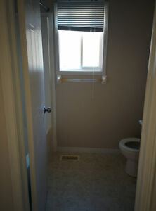 $1,400 - Hyde Park 3 Bedroom 1.5 Bath house in Nor'West London London Ontario image 2
