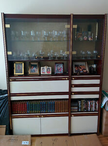 Wall Unit with Glass Cabinet / Unite murale avec vitrine