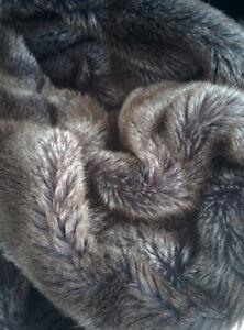 Superbe grande couverte / jeté en fausse fourrure