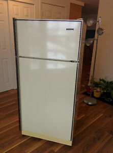 MOVING SALE: refrigerator at great price till Wednesday Jan 18