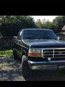 1994 Ford F-150 XL 4x4 pickup Truck with straight 6