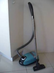 Miele vacuum cleaner S5211 Holden Hill Tea Tree Gully Area Preview