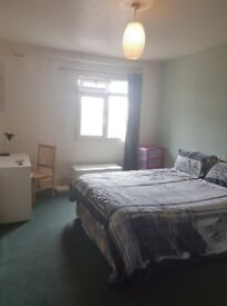 Room in a spacious flat in Lewsham! BILLS INCLUDED!