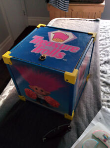 1992 Treasure Trolls Ace Novelty Wooden Toy Box With Russ Troll