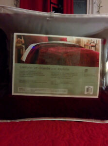 Holiday Velvet 4 PC luxurious bedding..queen size