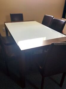 extandable glass table and 6 chaires