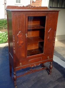 Stunning Antique China Cabinet in excellent condition