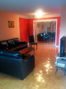 1 Bedroom Medium Size - Share Whole House in Quiet Area