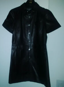 CHANEL   Long jacket in black leather